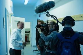 Zwischen Kunst & Management: GMD Florian Merz backstage aber vor der Kamera!