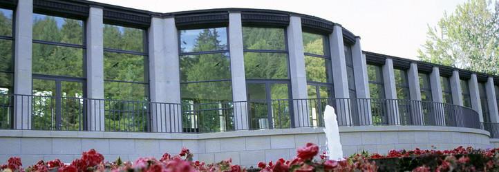 Außenansicht der Kunstwandelhalle Bad Elster